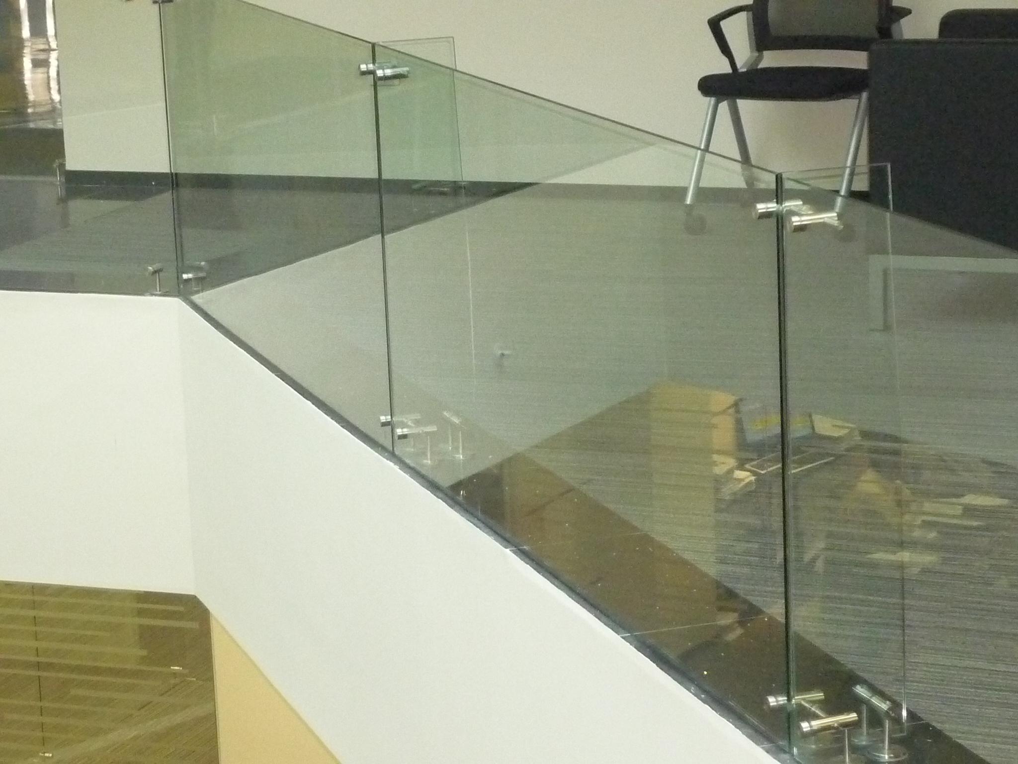 Cerramientos y pasamanos en acero inox y vidrio 4 romeral - Pasamanos de cristal ...